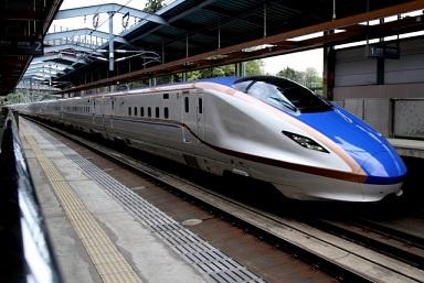 北陸新幹線と飛行機の比較-時間と料金を新宿から出発の場合は!驚き!