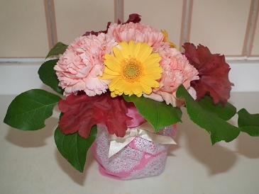 母の日に花束をブーケにして手作り、空きビンに可愛くコーディネート!
